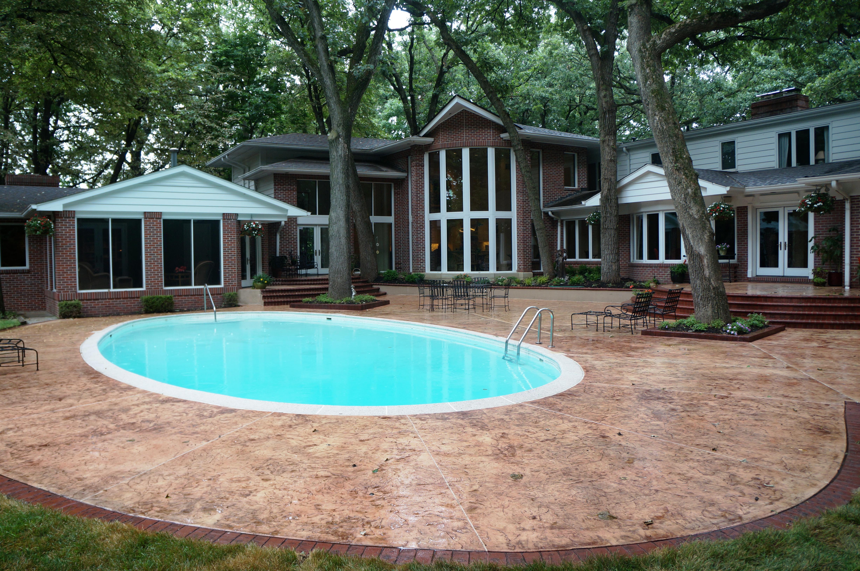 Pool decks bomanite for Concrete pool